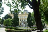 2018不思議之克、斯、義秘境歐遊記(1)--斯洛維尼亞古城巡禮:37●主教雕像身後則是馬利博大學.JPG