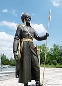 2019Amazing!穿越古絲路上的中亞五國之旅(11-3)--土庫曼斯坦之獨立紀念碑:04●前往紀念碑前的步道兩旁則樹立了形象懾人的傳統戰士雕像.JPG