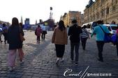 2018印象翻轉的俄羅斯奇幻之旅(3-7)--宛如嘉年華會的莫斯科國際軍樂節 Moscow inte:02●循著夕陽的暮光與來自各地朝聖的遊客腳步,一行人跟著導遊前往莫斯科國際軍樂節的會場.JPG