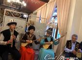 2019Amazing!穿越古絲路上的中亞五國之旅(5-5)--吉爾吉斯斯坦之伴著傳統樂曲表演的晚餐:04●在吉爾吉斯的傳統樂器中,沒有音箱的庫木孜琴 Komuz無疑是最具有感染性的一種民族樂器.jpg