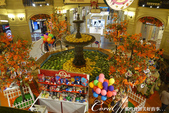 2018印象翻轉的俄羅斯奇幻之旅(2-7)--古姆百貨的西瓜噴泉、冰淇淋與莫斯科河的夜色:15●中央廣場上著名的噴水池,每到夏季便搖身一變成為販賣瓜類果汁的攤位,池子裡泡著西瓜與哈蜜瓜,很受西方人的