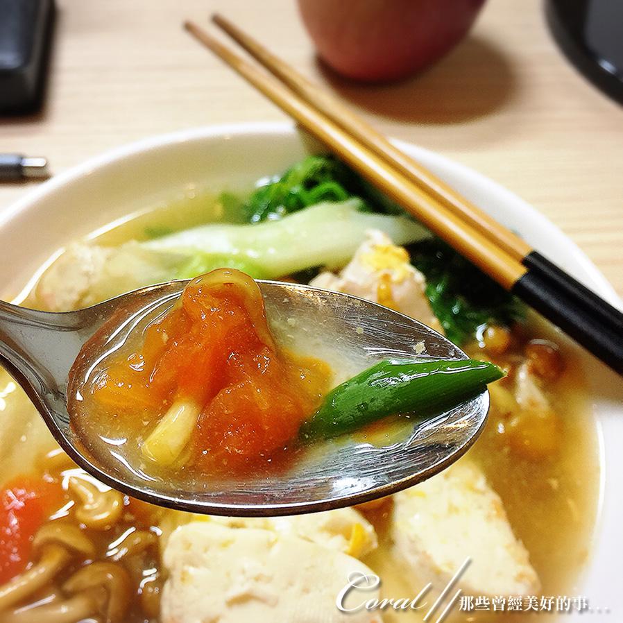 紅葉飄飄15日東京自由行--Day 7自煮趣:01●在小廚房裡初試設備的第一餐──什燴湯.JPG