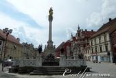 2018不思議之克、斯、義秘境歐遊記(1)--斯洛維尼亞古城巡禮:39●廣場上樹立另一座紀念黑死病喪生者的紀念碑,巴洛克式石柱上立著聖母瑪莉亞的像,四週圍遶著六位聖徒.JPG