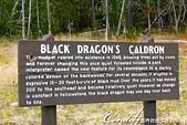 2019自駕隨性之旅(06)--100個死前必去景點之黃石國家公園(泥火山篇):10●Black dragon's cauldron 沒有激烈的煮沸現象,像是沉睡中的一灣黑色泥水.JPG