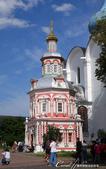2018印象翻轉的俄羅斯奇幻之旅(6-2)--宛如置身遊樂園的謝爾蓋聖三一修道院:09●粉桃色小禮拜堂的設立源自最初修士謝爾蓋在此創立修道院後,經常在這個位置上的一口井前為許多患病禱告因此治