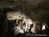 2018不思議之克、斯、義秘境歐遊記(6~2)--帶著想像進入波斯托伊那鐘乳石溶洞 Postojns:17●幽暗之處、一道光束,形形色色的鐘乳石,任憑想像,看似什麼就是什麼03.JPG