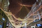 2018印象翻轉的俄羅斯奇幻之旅(2-7)--古姆百貨的西瓜噴泉、冰淇淋與莫斯科河的夜色:06●夜幕低垂的當下,Nikolskaya St大街早已換裝,如同一早導遊說的:配合節慶而亮起的燈串營造出熱鬧璀燦的夜景,遊