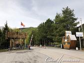2019Amazing!穿越古絲路上的中亞五國之旅(6-1)--吉爾吉斯斯坦之阿拉阿查國家公園:03●走親民路線的公園入口處,看來頗有童子軍風格,號召世人至此徒步旅行、騎馬、滑雪、露營、登山、野餐...享受這