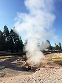 2019自駕隨性之旅(05)--100個死前必去景點之黃石國家公園(間歇泉盆地無題寫真篇):11●伴隨著篡升的氣體,有時會發出隆隆的低沉聲音的 「火山噴氣孔」Fumarole.JPG