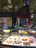 2018印象翻轉的俄羅斯奇幻之旅(2-4)--宮廷超市與杜蘭朵餐廳接連而來的華麗轟炸:09●金光閃閃的超市內亦有販售魚肉等生鮮食品,老實說這樣的經營型態很特別,也難怪成為另一種旅遊的景點.JPG