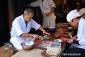 紅葉飄飄15日東京自由行--以滋味美妙的金槍魚三色丼結束快樂的行程:04●眼睜睜看著師傅以熟練的技巧殺魚,心中竟有一絲為那鰻魚感到同情的複雜情緒.JPG