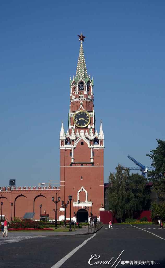 2018印象翻轉的俄羅斯奇幻之旅(2-5)--陰與陽、柔與剛交錯下的莫斯科之心「克里姆林宮」:23●原本克里姆林宮塔樓上裝飾的是代表著帝俄皇權的雙頭鷹,十月革命後,將其中四座塔(三位一體塔、天使報喜塔、