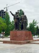 2019Amazing!穿越古絲路上的中亞五國之旅(6-4)--吉爾吉斯斯坦之首都比什凱克勝利紀念碑:07●紀念在二戰時期犧牲的烈士雕像,代表這些烈士是兒子也是父親.JPG