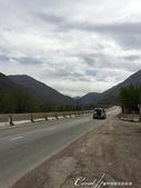2019Amazing!穿越古絲路上的中亞五國之旅(4-5)--吉爾吉斯斯坦之伊塞克湖渡假村:02●山與山之間的公路,有著稍縱即逝的稜線風光.JPG