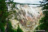 2019自駕隨性之旅(06)--100個死前必去景點之黃石國家公園(峽谷、瀑布篇):08●岩層的多姿多彩來自於不同種類的礦物質,隨著光線顏色又將各自產生相異的變化,成為到此看水聽水之外的另一個