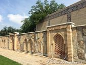 2019Amazing!穿越古絲路上的中亞五國之旅(14-2)--烏茲別克斯坦之三座重要的陵墓:08●昔日的經學院,如今是一個手工藝品中心,販售當地傳統藝術家製作的木製珠寶盒、杯墊和裝飾品 (2).JPG