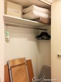 紅葉飄飄15日東京自由行--Day 7自煮趣:11●床邊的衣廚裡還有餐桌、椅,及熨斗.JPG