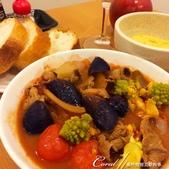 紅葉飄飄15日東京自由行--Day 12黃、綠、紅!蕃茄蔬菜小燉鍋:01●蕃茄湯底蔬菜燉鍋上桌.JPG