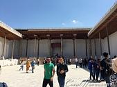 2019Amazing!穿越古絲路上的中亞五國之旅(13-4)--烏茲別克斯坦之布哈拉亞克要塞:15●由三面巨大雕刻木柱撐起的長廊、與鋪著地磚構成的露天庭院,其實是一個舉行加冕儀式與宴客的大廳,也是亞克要