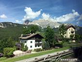 2018不思議之克、斯、義秘境歐遊記(8~1)--陶醉蠆意大利邊境 Dolomites (德洛米堤山:05●當車程進入山區時,窗外的山景變深深擄獲眾人的注意,僅管我們路經無數大大小小的渡假中心,目光也總是集中在