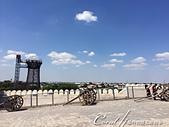 2019Amazing!穿越古絲路上的中亞五國之旅(13-4)--烏茲別克斯坦之布哈拉亞克要塞:25●站在要塞城牆邊上,可清楚看見廣場上的一舉一動,過去的士兵也在此瞭望週邊的一切 (3).JPG