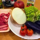 紅葉飄飄15日東京自由行--Day 12黃、綠、紅!蕃茄蔬菜小燉鍋:02●黃、綠、紅調色的食材集合.JPG