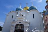 2018印象翻轉的俄羅斯奇幻之旅(6-2)--宛如置身遊樂園的謝爾蓋聖三一修道院:15-2●第一個入內參觀的景點──聖母安息大教堂,有著象徵對聖母崇敬的藍色圓頂與白色壁面.JPG
