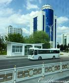 2019Amazing!穿越古絲路上的中亞五國之旅(11-1)--土庫曼斯坦首都──阿什哈巴德:06●設有冷氣的白色公車站,與白色的公車,好無瑕的組合,又讓人更羨慕了.JPG