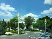 2019Amazing!穿越古絲路上的中亞五國之旅(11-1)--土庫曼斯坦首都──阿什哈巴德:02●寬敞氣派的大馬路、成蔭的綠樹、白色的自用車與白色大理石建築 (6).JPG