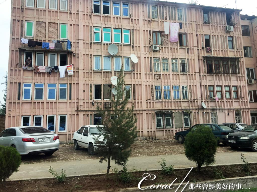 2019Amazing!穿越古絲路上的中亞五國之旅(7-1)--塔吉克斯坦之「山地之國」初印象  :06●蘇聯時期遺留下來的老式公寓 (2).JPG