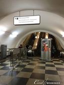2018印象翻轉的俄羅斯奇幻之旅(3-1)--目眩神迷在宛如藝術殿堂的莫斯科地鐵站:03●據說,前往月台的手扶梯又陡又長,也是莫斯科地鐵的一個特色 - 複製.JPG