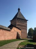 2018印象翻轉的俄羅斯奇幻之旅(5-1)--光明與誨暗層經在此併存的聖艾烏非米夫斯基救世主修道院:09●路經高聳的雙拱門主塔入口.JPG