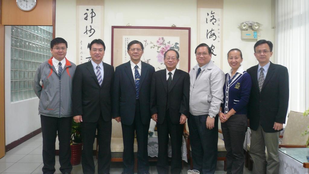 1021115張主任及廖主秘訪視新北市團委會:
