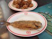 2016小琉球三天二夜:22山豬溝餐館之劍旗魚卵與炸飛魚.jpg