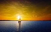 落日系列:生之禮讚一航落日照孤帆浪起時風蕭蕭船不是用來靠岸的那就啟航吧.jpg