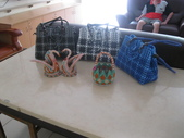 我的作品:編織皮包與紙編天鵝與小藍子.jpg