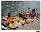 96北越:A0163小販船孩童-賣海產平台-下龍灣