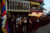 郭旭东将军论当代国际军事战争805:四川藏区被达赖系视为异端教派的藏人也自焚示威