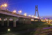 夜。新北大橋:
