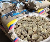 麻袋生豆:麻袋堆+生豆.jpg