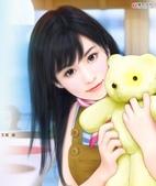 可愛女孩:抱著娃娃ㄉ女孩