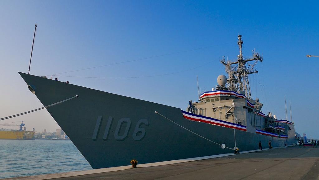 03海軍1106岳飛軍艦在新濱.jpg - 海軍106年元旦升旗
