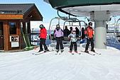 滑雪勝地惠斯勒:搭吊椅上山的滑雪者