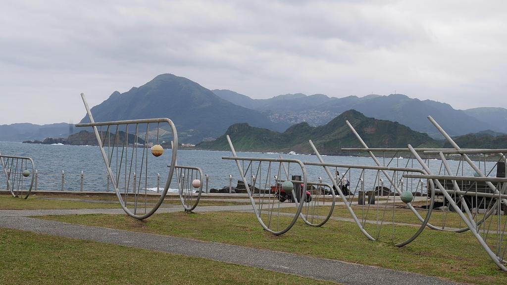 24潮境公園 魚群雕塑.jpg - 潮境公園 望幽谷