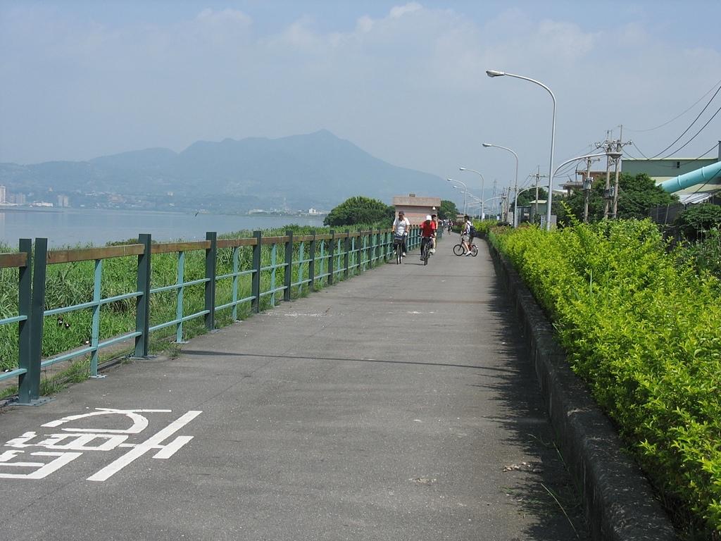 社子島基隆河單車行:社子島堤頂單車道