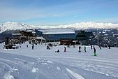 滑雪勝地惠斯勒:爬到高處回望雙峰站及連天的雪山