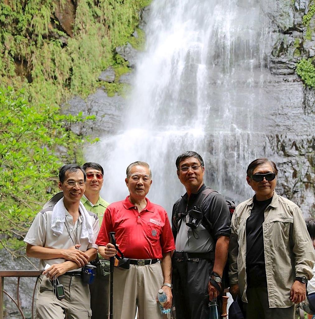 五峰旗瀑布:07第二層瀑布觀瀑平台.jpg