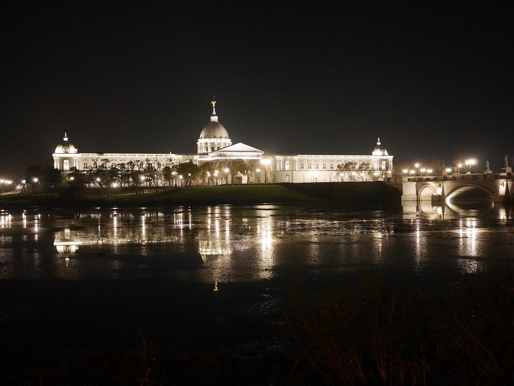 25奇美博物館 夜景 繆思湖2.jpg - 奇美博物館