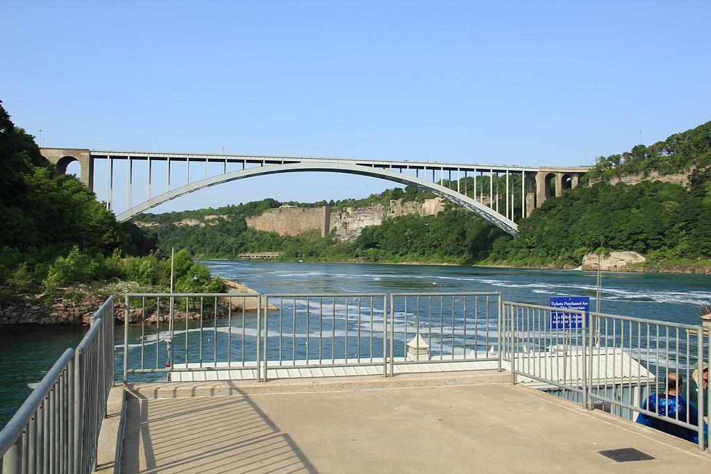 尼加拉大瀑布:08彩虹橋2.jpg