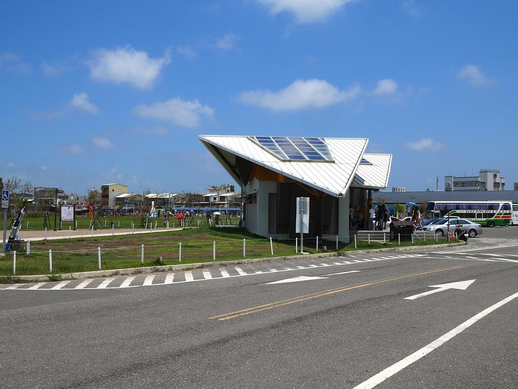 北門水晶教堂:造型特殊的太陽能洗手間
